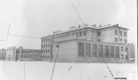 Первая фотография школы